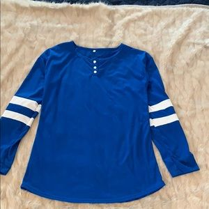Tops - Cute blue and white long sleeve tee